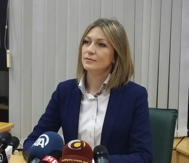 Ристоска по потекло е од Тетово, а нејзината фамилија има историја во правосудниот систем, бидејќи и нејзиниот татко бил судија, кој сега е во пензија