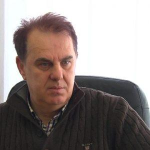 Директорот на претпријатието Македонија пат, Гајур Кадриу, објасни дека загубата е последица на амортизираната механизација што ги прави неефикасни во работењето