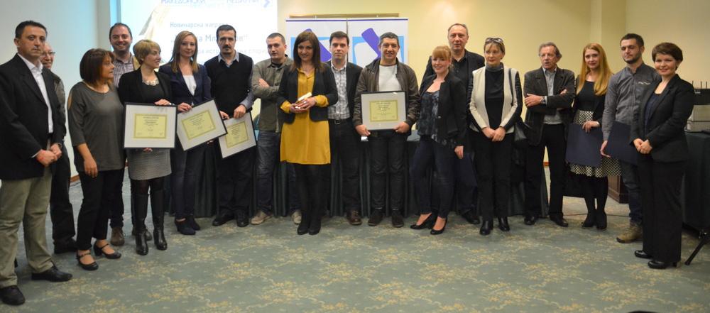 Сите добитници на наградите и признаиијата, со членовите на жири-комисијата
