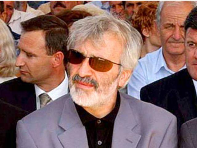 По заедничка акција на македонската и српската полиција тој во во 2004 година беше уапсен, но избегна екстрадиција поради тоа што веќе имаше српски пасош.