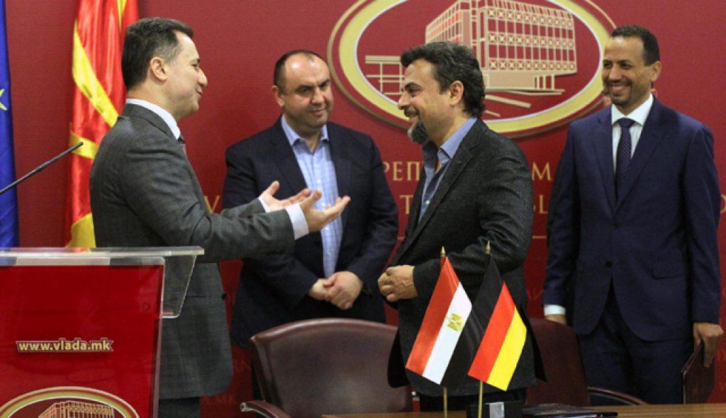 Груевски и министерот Павлевски на потпишувањето на договорот со претставникот на германската GES Ахмед Елшаер, каде беше најавена инвестицијата од 15 милиони евра | Фото: Влада на РМ