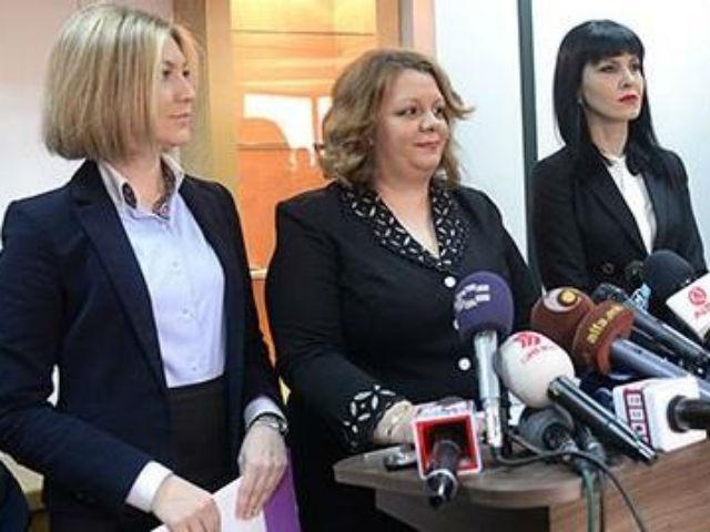 """""""Не залудно Јустиција е жена"""", коментираше вчера еден судија откако Фетаи и Ристоска, заедно со нивната претпоставена Јанева, излегоа на прес – конференција да ги соопштат деталите за случајот """"Титаник"""""""