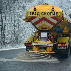 На врвот од листата на постапки за јавни набавки за зимско одржување на улици се наоѓаат два договори на Град Скопје / Фото: МИА