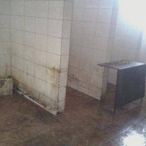 Бањата во најголемиот затвор во државата. Во неа се мијат и садовите / Фото: Затвореник во затворот