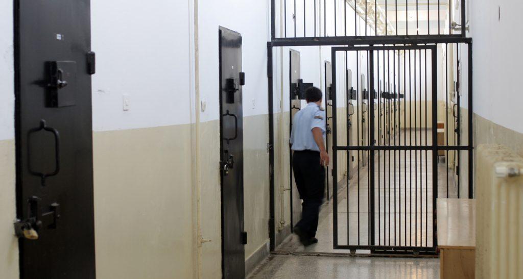 Чуварите одлучуваат кој затвореник смее да посети лекар / Фото: Радован Вујовиќ alt