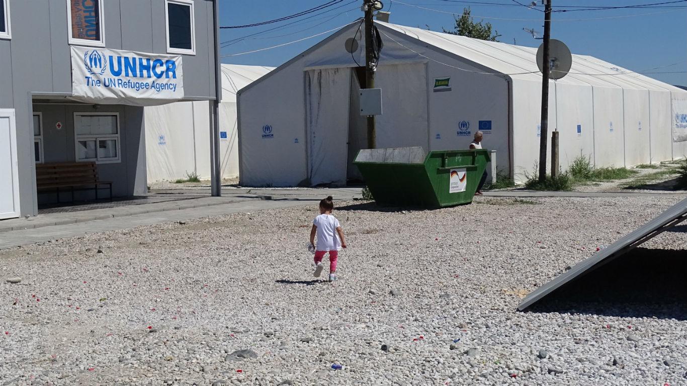 """Во импровизираната градинка во """"Винојуг"""" децата го учат македонскиот и англискиот јазик   Фото: БИРН"""