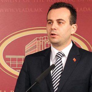 Сегашниот амбасадор во САД, Васко Наумовски стана вицепремиер само три месеци пред да биде објавен извештајот во Брисел кога Македонија доби препорака за преговори