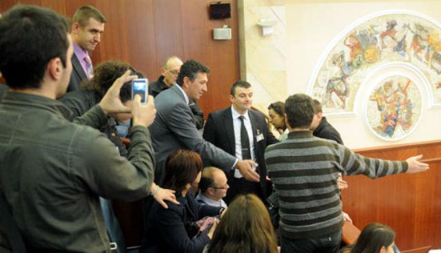 """На истиот ден новинарите беа """"замолени"""" да ја напуштат собраниската галерија"""