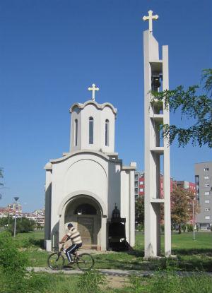 Црква во населбата Аеродром, не е важно што е недовршена, битно е просторот да е обележан со симболот на христијанството   Фото: Александар Писарев