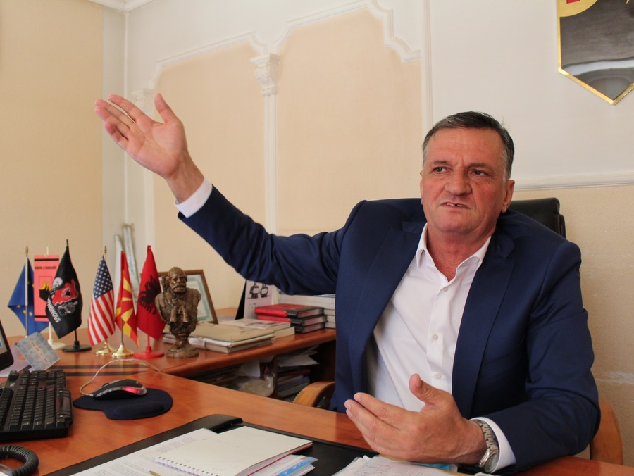 Градоначалникот на Арачиново, Брахим Ајваз