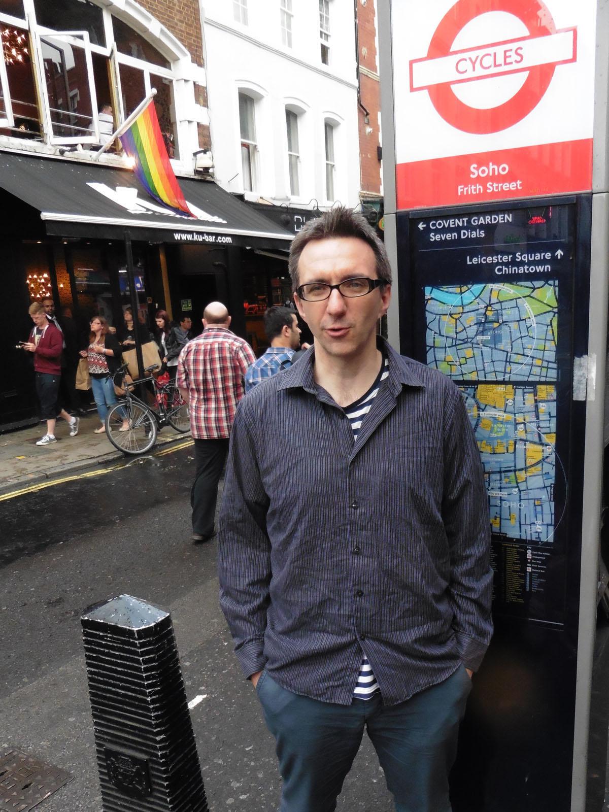 Социологот Тони Пруг во Сохо, Лондон во јуни 2015. Фото: Дамир Пилиќ