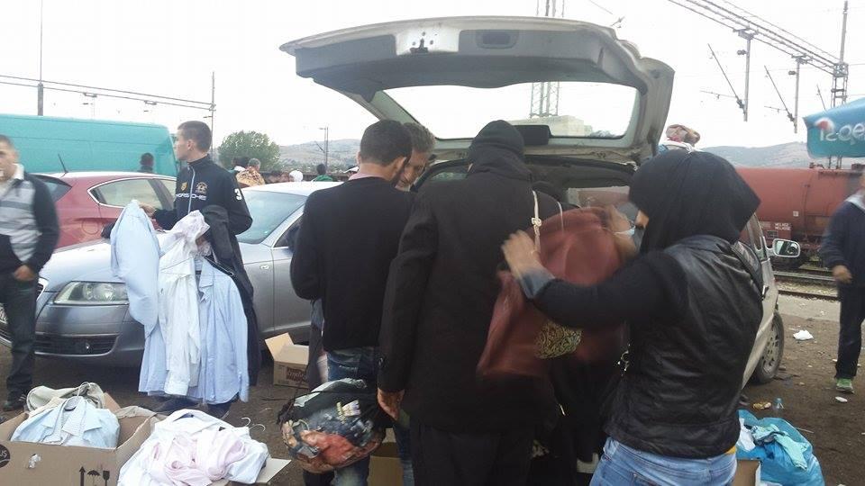 Дел од бегалците мислат дека донирата гардероба се продава | Фото: БИРН