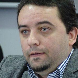 Диме Ратајковски, главниот и одговорен уредник на Македонската радиотелевизија вели дека МРТ ги застапува државните интереси и дека единствен критичар на нивната работа можела да биде Европската радиодифузна унија / Фото: З. Ричлиев