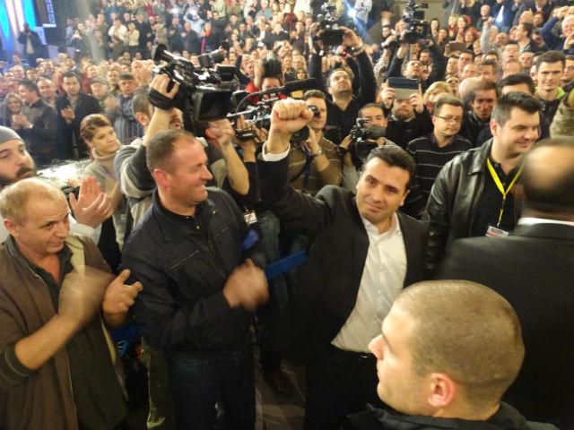 Заев побара оставки од Владата, јавниот обвинител и раководството на МРТ, како и формирање преодна Влада со мандат за спроведување фер избори | Фото: Горан Ризаов