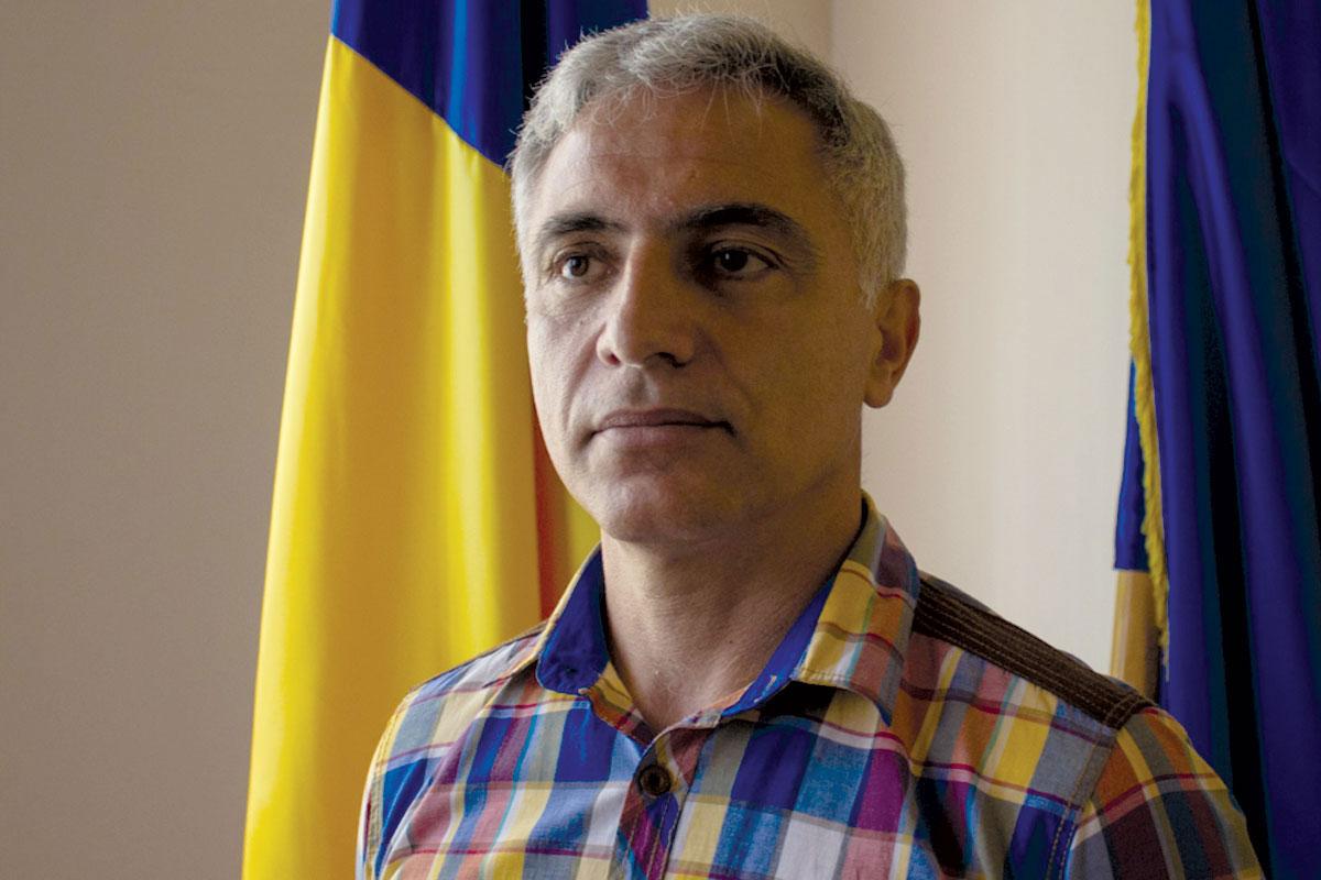 Заменик градоначалникот на Калафат, Дорел Митулету во неговата канцеларија во јуни 2015 / Фото: Лаура Стафанут
