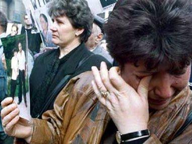 """Роднините на исчезнатите од """"Непроштено""""   Фото: БИРН архива"""