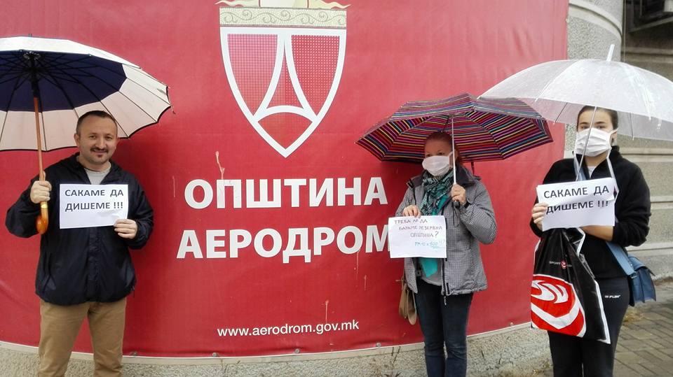 """""""Сакаме да дишеме"""", порачаа на вчерашниот протест жителите на Општина Аеродром"""