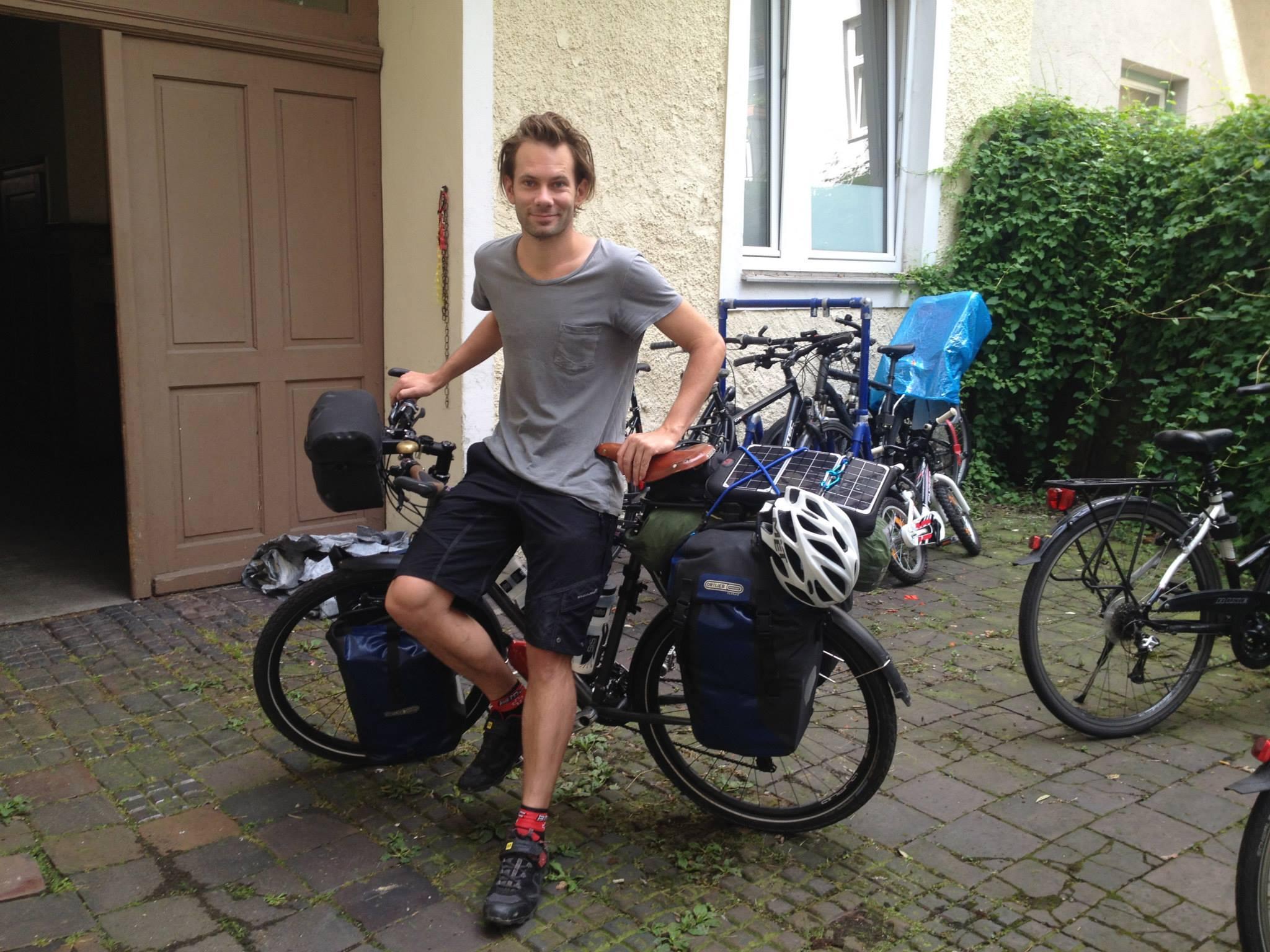 Арон Аустин-Глен минатата година помина во Македонија кога со велосипед патуваше од Британија до Австралија / Фото: Фејсбук