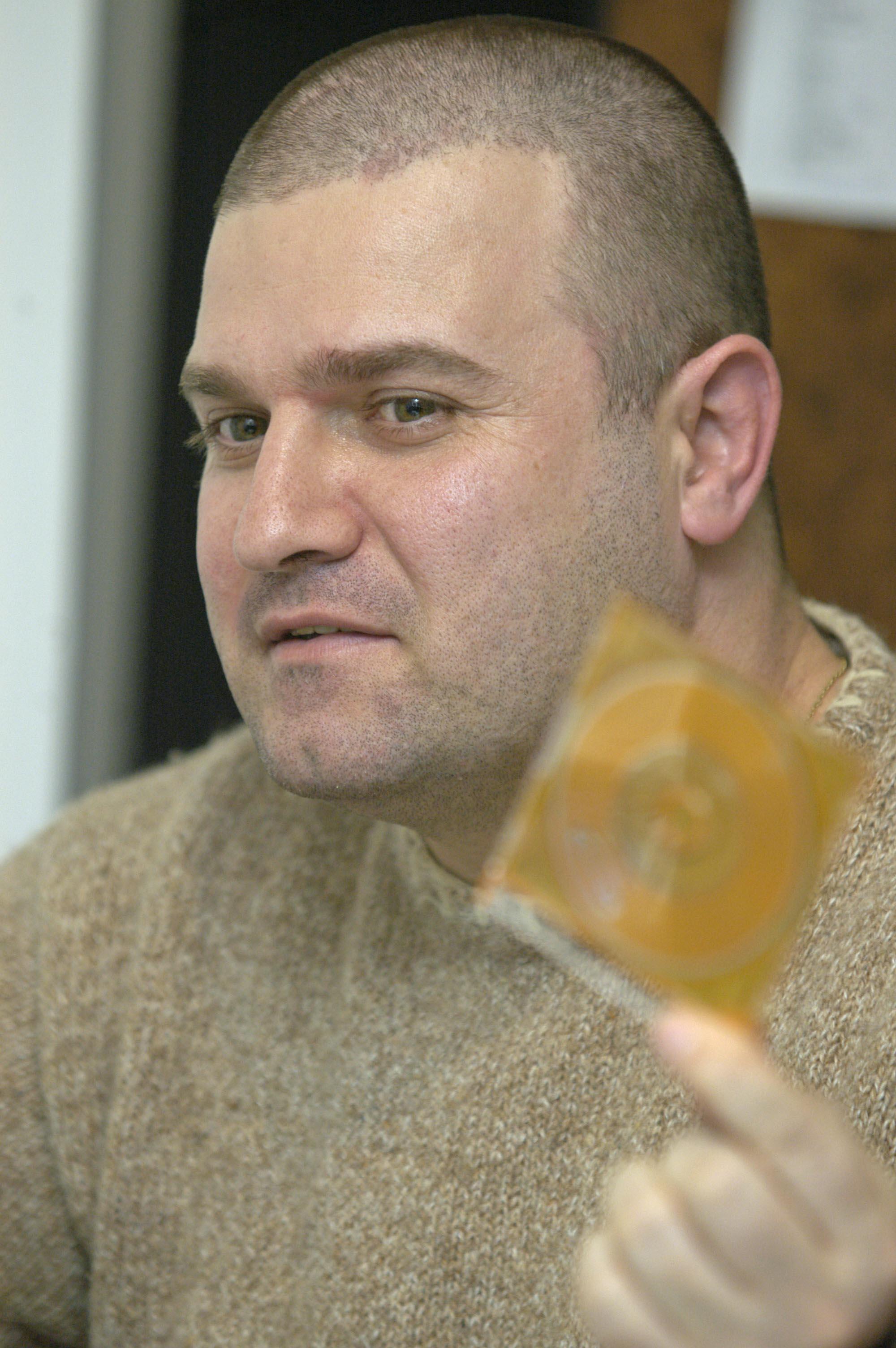 """Божиновски тврди дека неговото апсење и вклучување во """"Шпион"""" е само обид да го замолчат, бидејќи објавувал компромитирачки коруптивни материјали за луѓе од највисоките структури на владејачката ВМРО ДПМНЕ, но и на ДУИ"""