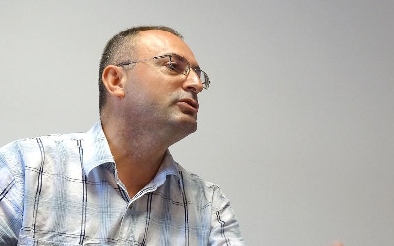 """""""Unë jam i vetmi dhe askush tjetër nuk ka guxim të kërkojë një të drejtë me parashtrimin e një ankese"""", thotë Ajet Rexhepi"""