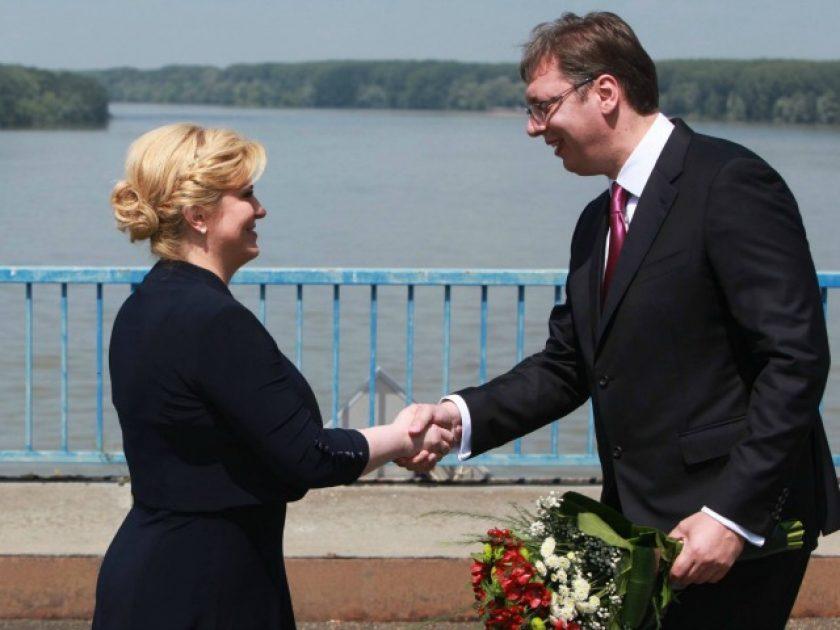 Претседателот на Хрватска, Колинда Грабар-Китаровиќ и српскиот премиер Александар Вучиќ. Фото: Бета