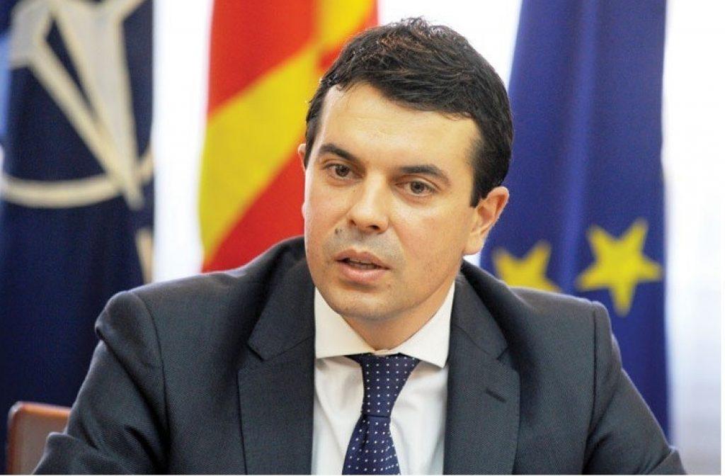 Министерот за надворешни работи, Никола Попоски вели дека станува збор за глобален феномен што не го одминува ниту регионот, ниту Македонија