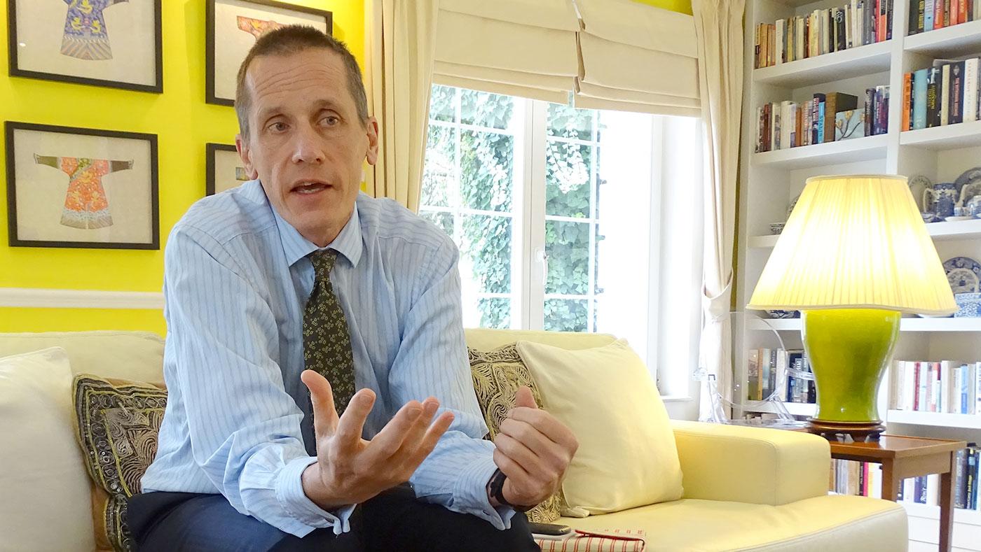 Во интервју за БИРН, британскиот амбасадор Чарлс Гарет вели дека клучот за решението на политичката криза е да се утврди дали се точни наводите за злоупотреби кои произлегуваат од прислушуваните разговори и да се преземе одговорност за стореното / Фото