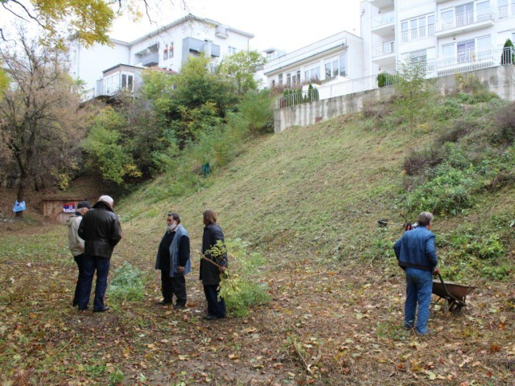Членови на семејствата на дел од жртвите во Лисичји поток во Белград. Фото: БИРН; Миливоје Пантовиќ