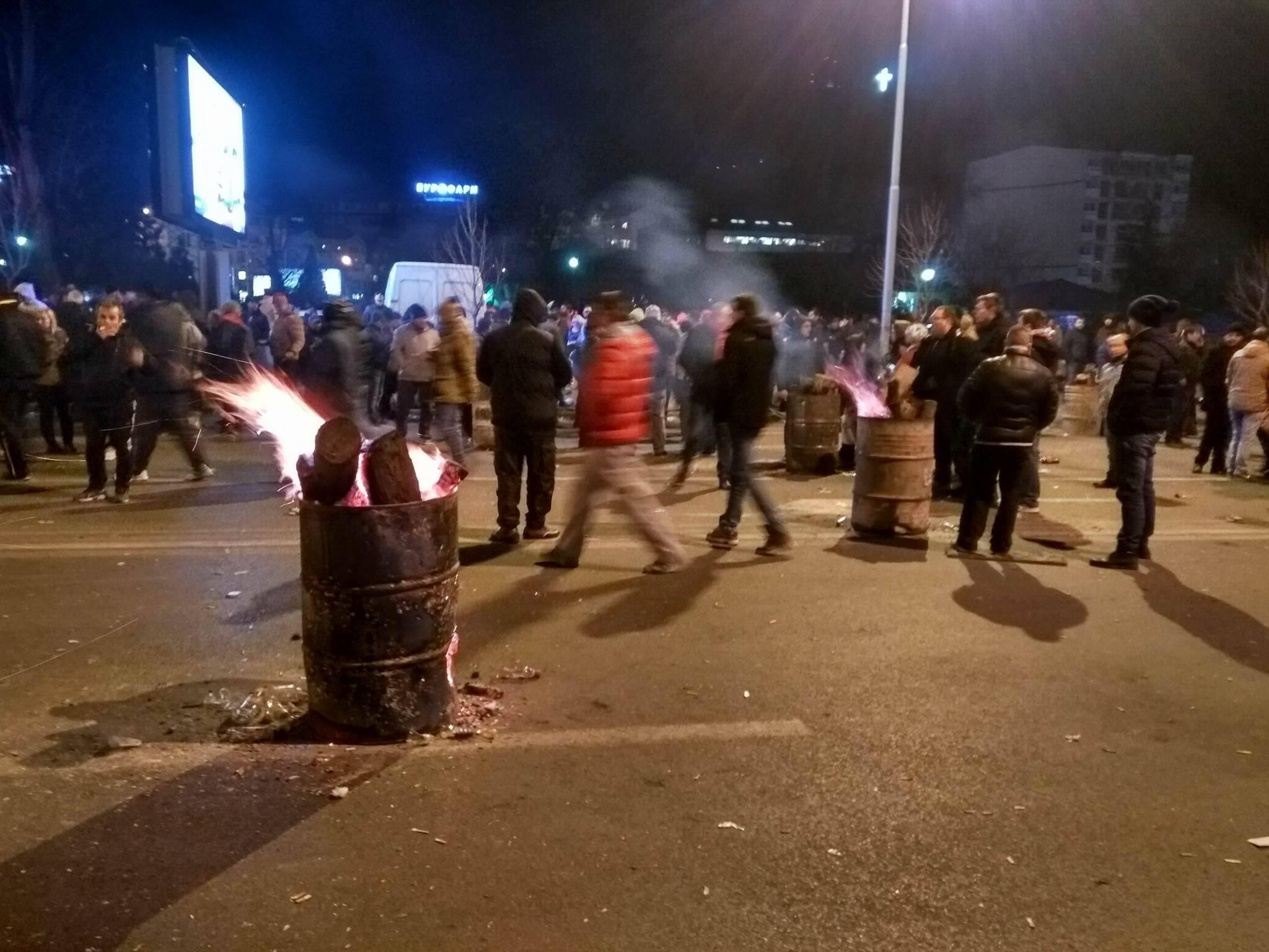 По информацијата за одложување на седницата демонстрантите се упатија кон своите домови / Фото: БИРН