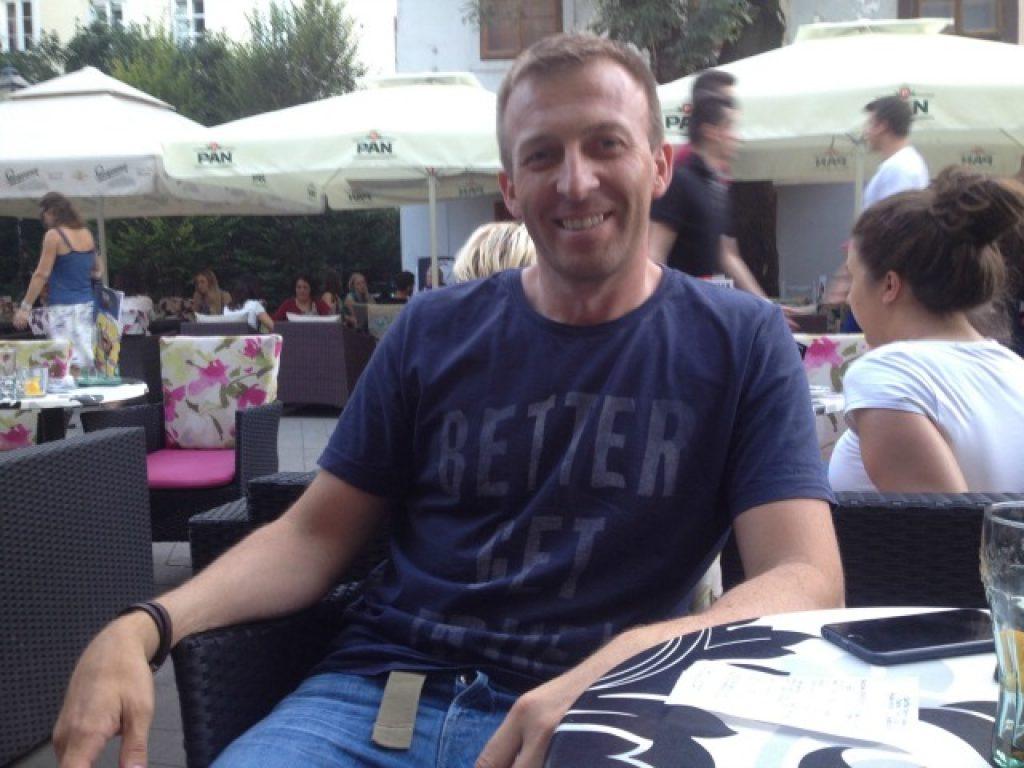 Анѓелко Касуниќ, претседател на хрватскиот Независен синдикат на друмски работници, во едно кафуле во Загреб. Фото: Марија Јанковиќ