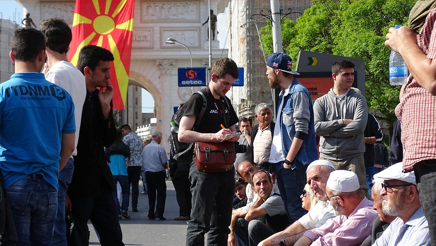 Иако федерализацијата е наметната како тема, анализата на платформите на партиите на Албанците покажува дека ниедна од нив не се залага за федерализација на Македонија, туку за правна и фактичка еднаквост на Албанците со Македонците