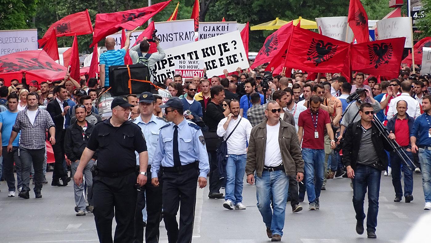 Што навистина нудат политичките партии за уставно-правниот статус на Албанците на изборите 20016 / Фото: БИРН