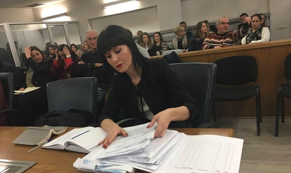Она што даде посебен белег на денешното рочиште беше односот на судијката кон обвинителката Фатиме Фетаи која го претставуваше СЈО