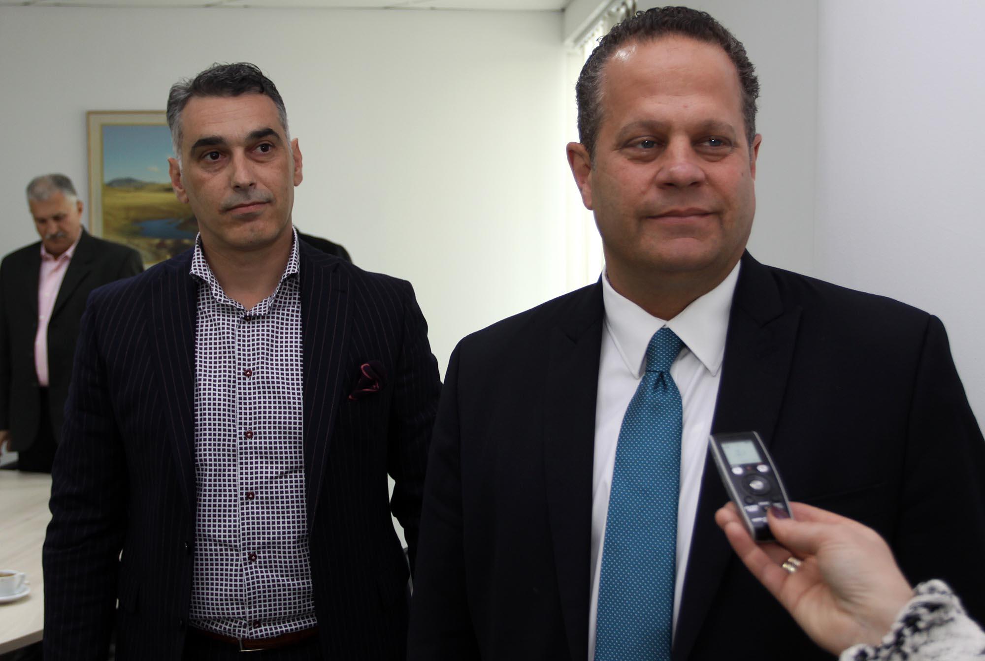 Синот на министерот за странски инвестици, Џери Наумоф е дел од сопствеништвото на странска компанија што вложила во Македонија