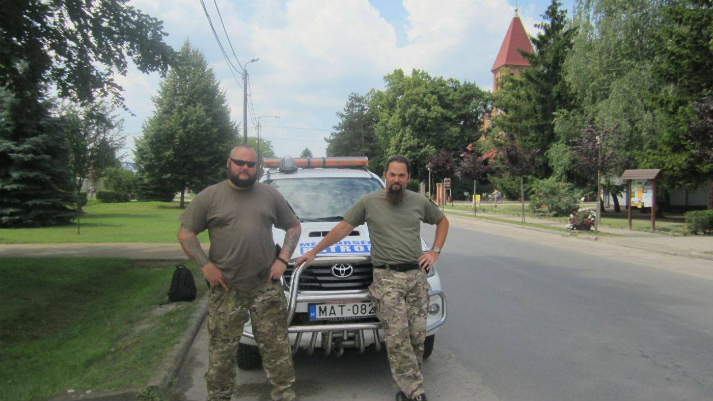 Членови на унгарската граѓанска гранична патрола, поставени од страна на локалниот градоначалник на границата со Србија, во екот на емигрантската криза во 2015 година Фото: Александрина Гинкова